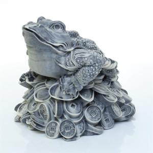 Жаба на монетах и слитках (большая)