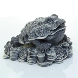 Жаба на монетах и слитках 1