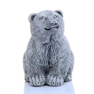 Медвежонок сидит