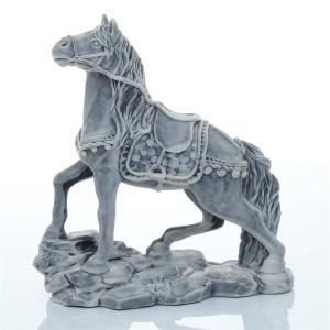 Конь в сбруе
