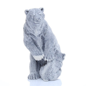 Медведица с медвежонком на задних лапах