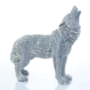 Волк воет стоит