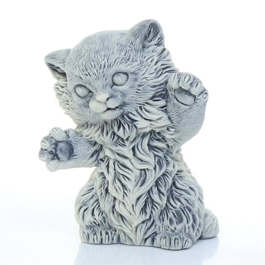 Котенок с растопыренными лапами 2