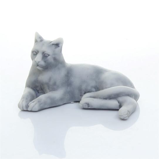 Кошечка лежащая