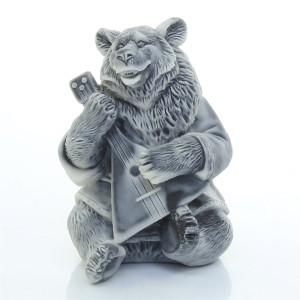 Медведь играет на балалайке