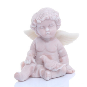 Ангелочек с голубем