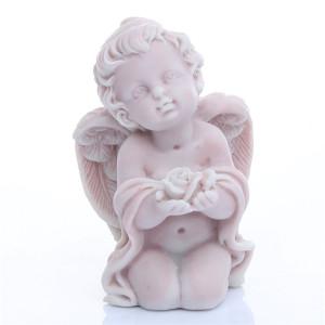 Ангел с розами сидящий